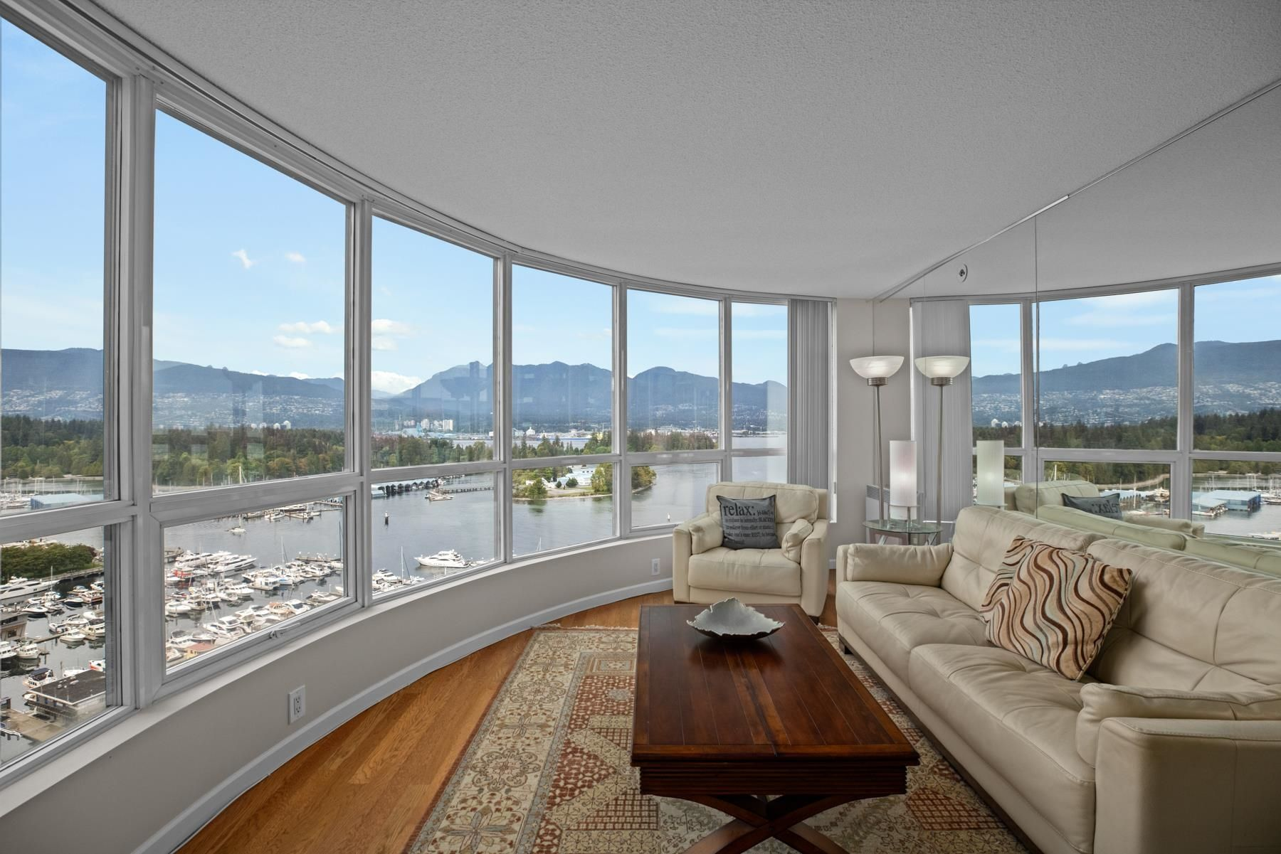 """Main Photo: 2201 555 JERVIS Street in Vancouver: Coal Harbour Condo for sale in """"HARBOURSIDE PARK II"""" (Vancouver West)  : MLS®# R2615273"""