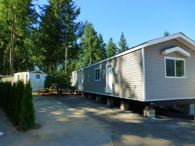 "Main Photo: 17 24330 FRASER Highway in Langley: Otter District Manufactured Home for sale in ""LANGLEY GROVE ESTATES"" : MLS®# R2168528"