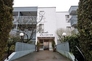 """Photo 1: 404 601 NORTH Road in Coquitlam: Coquitlam West Condo for sale in """"THE WOLVERTON"""" : MLS®# R2460723"""