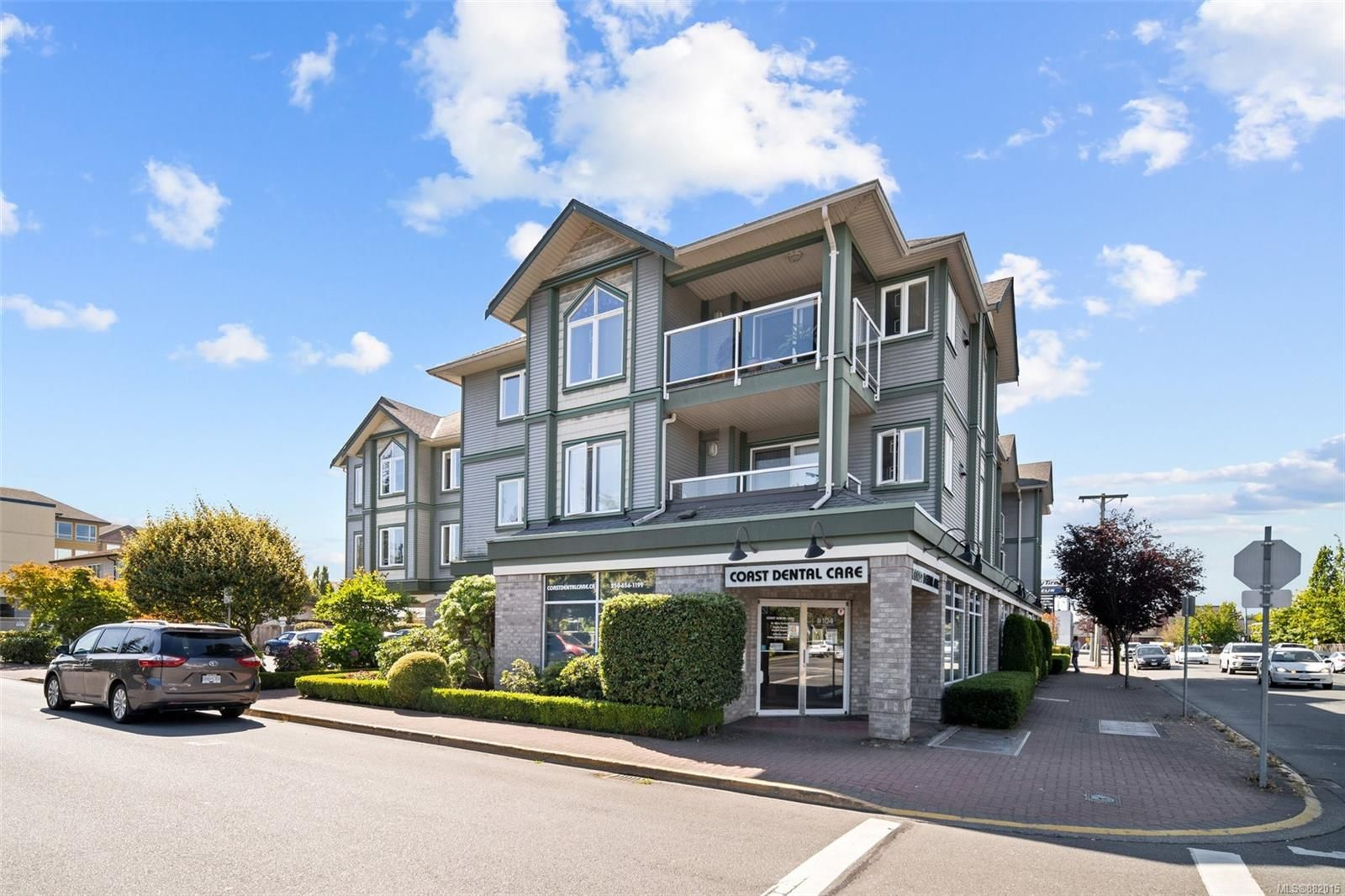 Main Photo: 302 2349 James White Blvd in : Si Sidney North-East Condo for sale (Sidney)  : MLS®# 882015