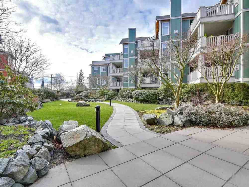 Main Photo: 402 15350 16A AVENUE in South Surrey White Rock: King George Corridor Home for sale ()  : MLS®# R2245062