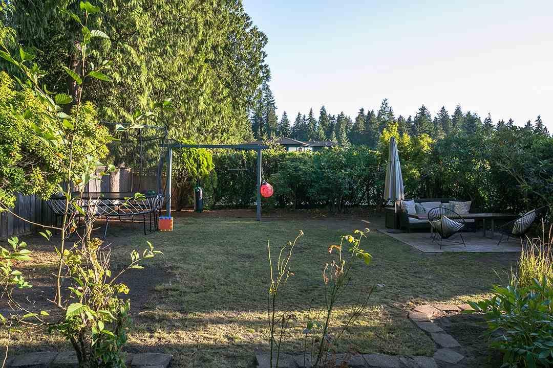 Photo 15: Photos: 3049 ELIZABETH WAY in North Vancouver: Capilano NV House for sale : MLS®# R2400055