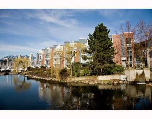 """Main Photo: 304 1502 ISLAND PARK Walk in Vancouver: False Creek Condo for sale in """"THE LAGOONS"""" (Vancouver West)  : MLS®# V775905"""