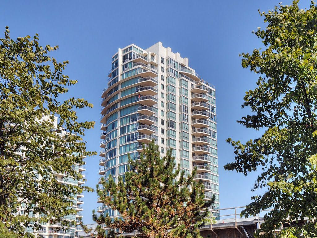 Main Photo: 701 120 MILROSS AVENUE in : Downtown VE Condo for sale : MLS®# V869561