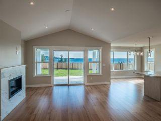 Photo 5: 5672 DERBY Road in Sechelt: Sechelt District House for sale (Sunshine Coast)  : MLS®# R2576594