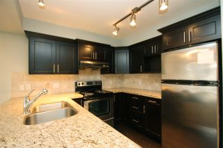 Photo 3: 105 3150 VINCENT STREET in Port Coquitlam: Glenwood PQ Condo for sale : MLS®# R2154370