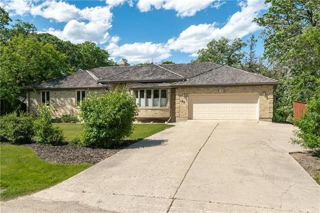 Main Photo: 182 Woodhaven Crescent in Winnipeg: House for sale : MLS®# 202115090