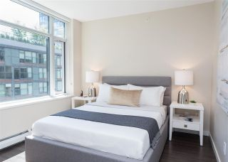 """Photo 11: 557 168 W 1ST Avenue in Vancouver: False Creek Condo for sale in """"WALL CENTRE FALSE CREEK WEST TOWER"""" (Vancouver West)  : MLS®# R2372215"""