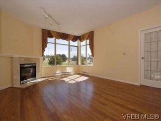 Photo 4: 330 188 Douglas St in VICTORIA: Vi James Bay Condo for sale (Victoria)  : MLS®# 549562