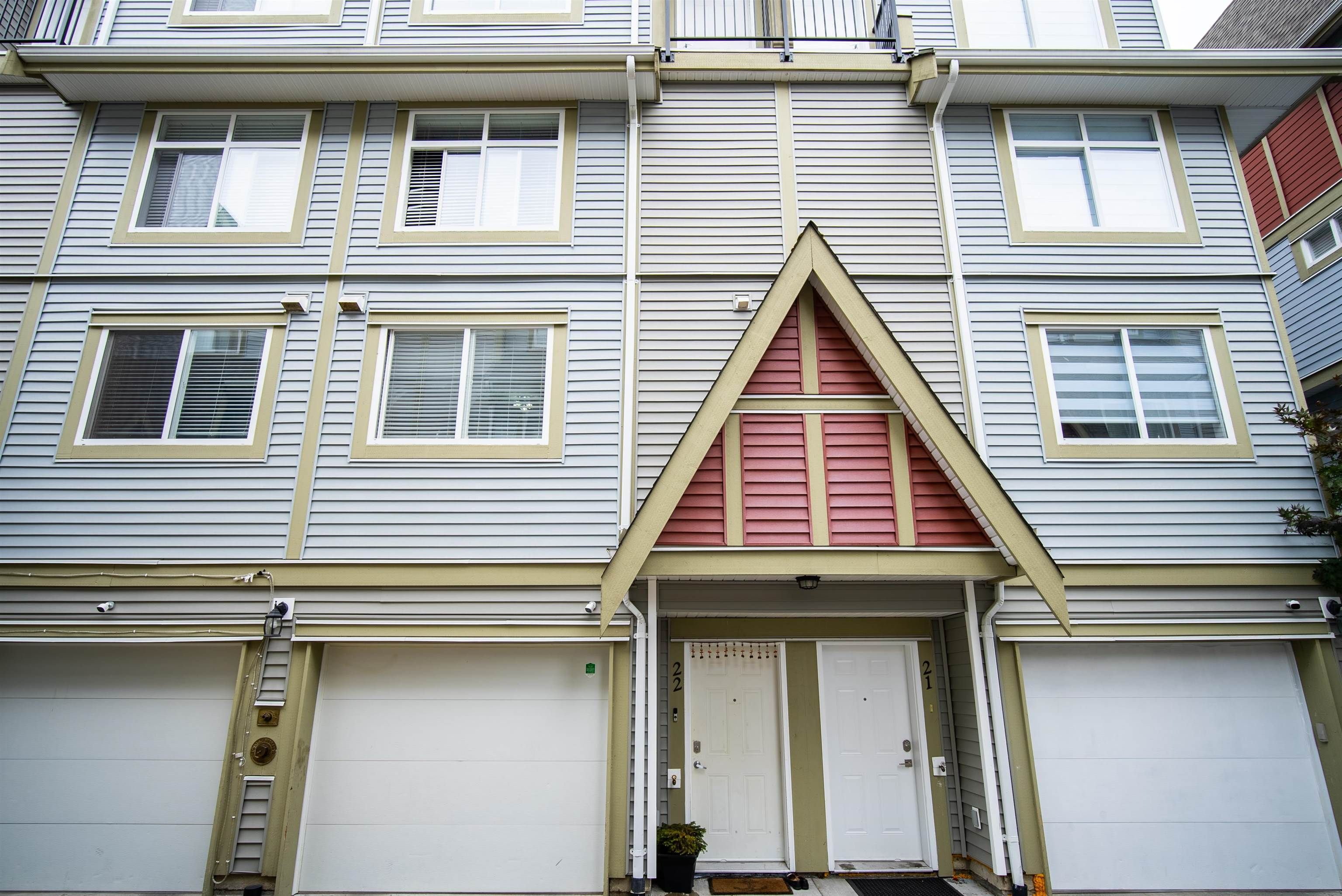 Main Photo: 22 9277 121 Street in Surrey: Queen Mary Park Surrey Townhouse for sale : MLS®# R2615444