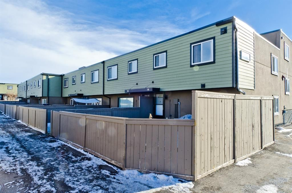 Main Photo: 99 3809 45 Street SW in Calgary: Glenbrook Row/Townhouse for sale : MLS®# A1066795