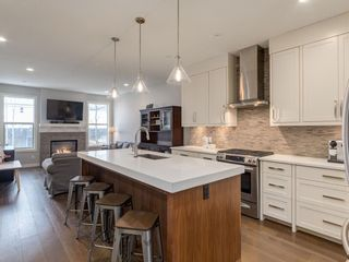 Photo 3: 2334 54 Avenue SW in Calgary: North Glenmore Park Semi Detached for sale : MLS®# A1101000