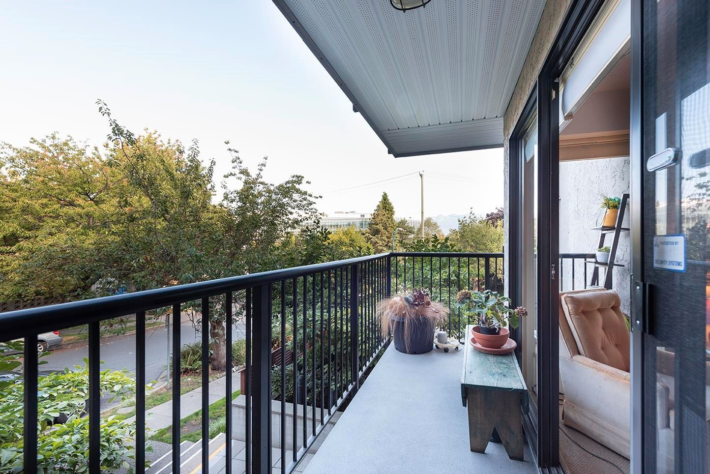 Main Photo: 203 2142 CAROLINA Street in Vancouver: Mount Pleasant VE Condo for sale (Vancouver East)  : MLS®# R2615633