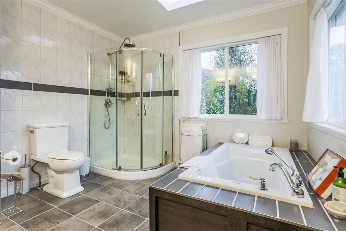 Photo 11: Photos: 14038 84 Avenue in Surrey: Bear Creek Green Timbers House for sale : MLS®# R2214208