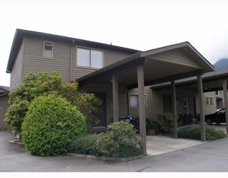 """Photo 2: 25 41450 GOVERNMENT Road: Brackendale Townhouse for sale in """"EAGLE VIEW PLACE"""" (Squamish)  : MLS®# V756865"""