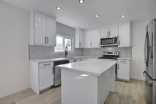 Photo 3: 2445 Elmwood Drive SE in Calgary: Southview Detached for sale : MLS®# A1119973