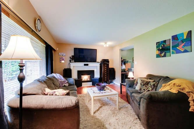 Photo 3: Photos: 4550 198B Street in Langley: Langley City House for sale : MLS®# R2037783
