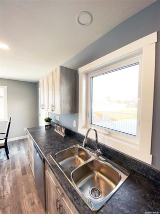 Photo 15: 302 Willow Place in Outlook: Residential for sale : MLS®# SK838188
