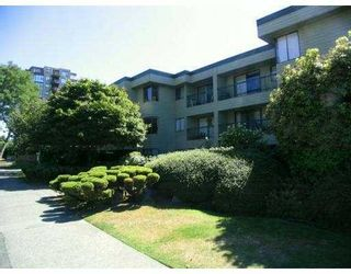 "Photo 1: 105 1790 W 10TH Avenue in Vancouver: Fairview VW Condo for sale in ""BALAYRE VILLA"" (Vancouver West)  : MLS®# V656163"