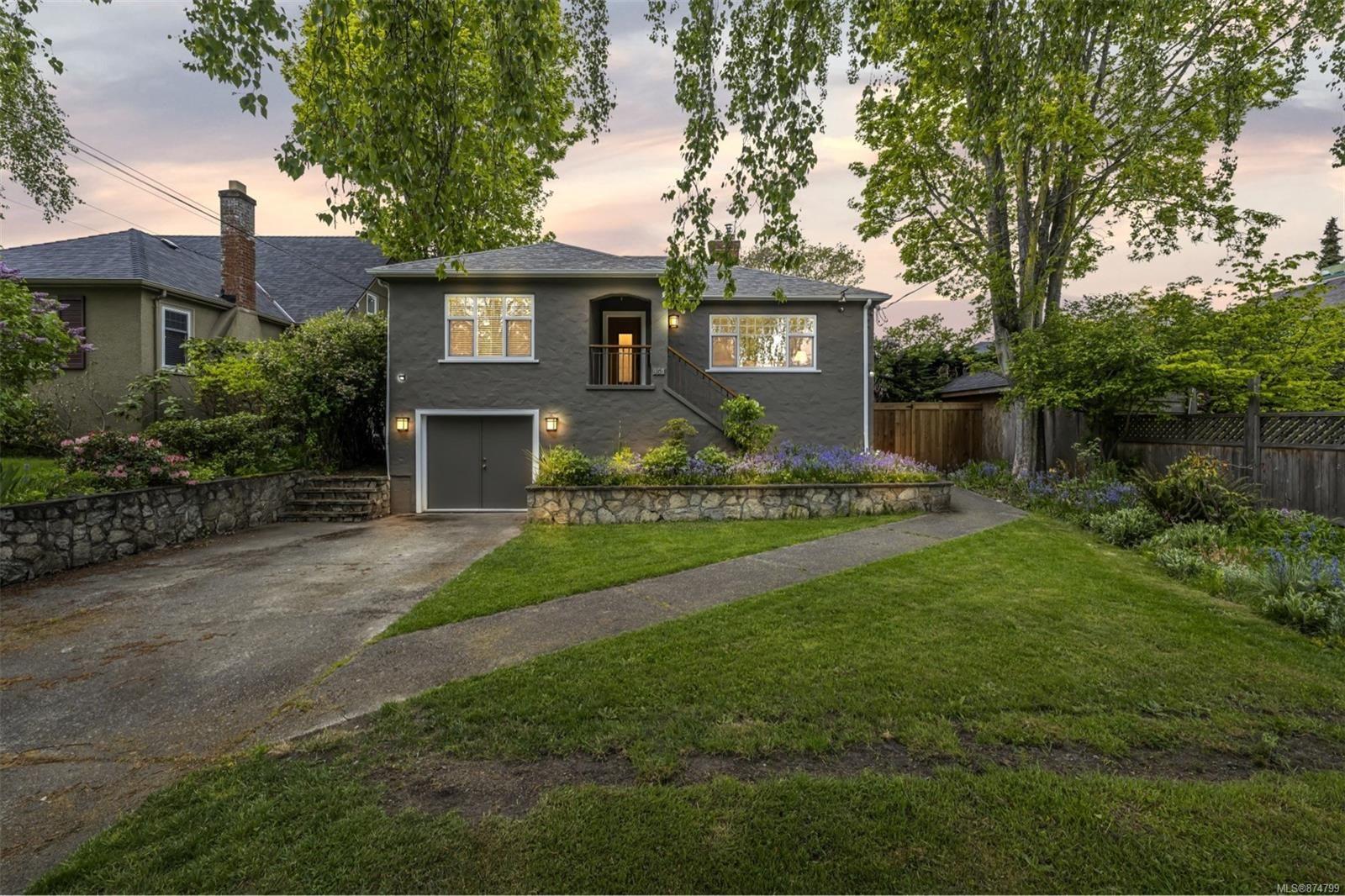 Main Photo: 958 Oliver St in : OB South Oak Bay House for sale (Oak Bay)  : MLS®# 874799