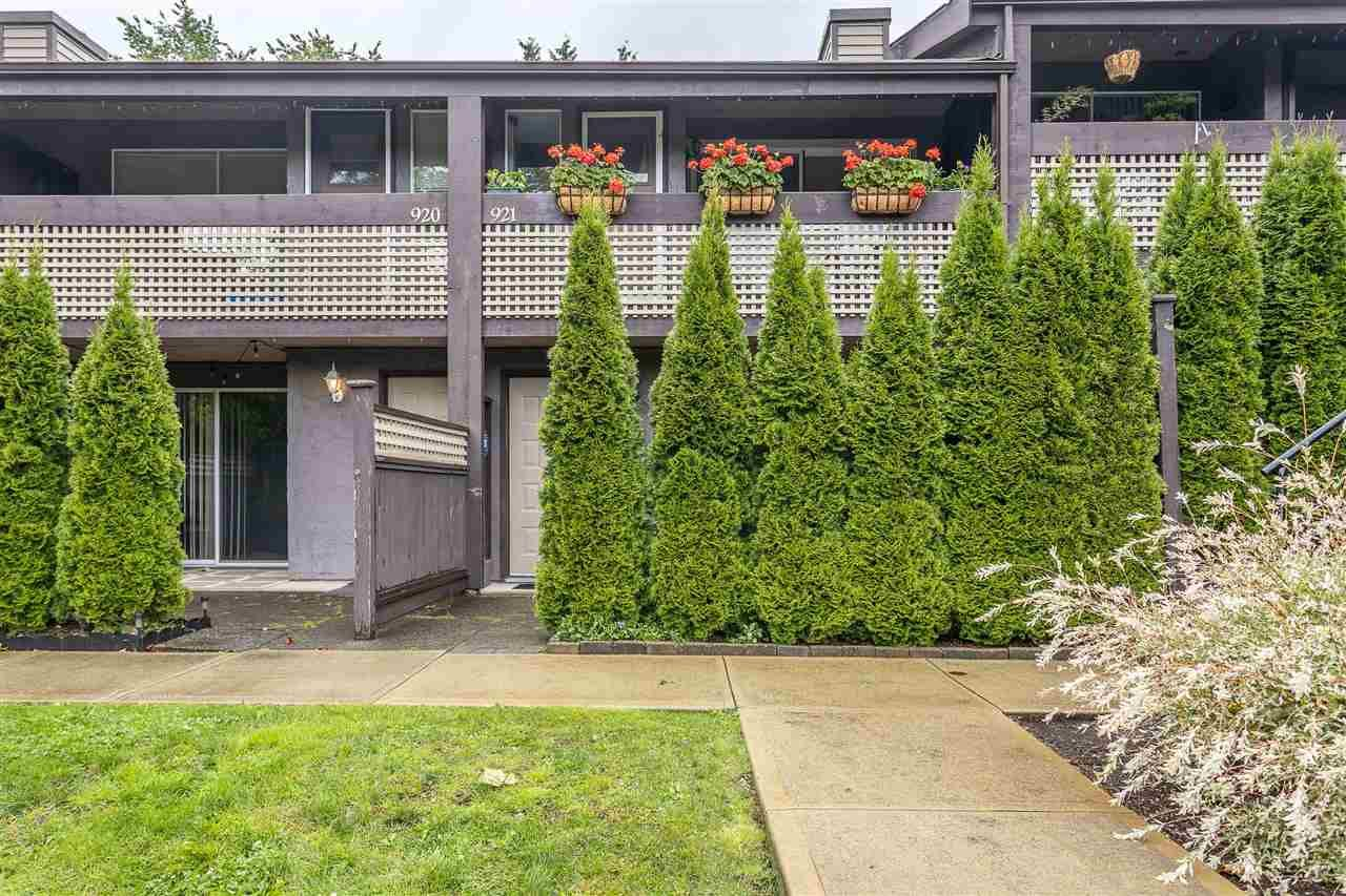 """Main Photo: 921 34909 OLD YALE Road in Abbotsford: Abbotsford East Townhouse for sale in """"THE GARDENS"""" : MLS®# R2473660"""