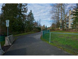 "Photo 9: 312 6707 SOUTHPOINT Drive in Burnaby: South Slope Condo for sale in ""MISSIN WOODS"" (Burnaby South)  : MLS®# V865151"