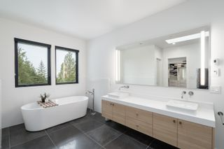 Photo 19: 4638 Woodgreen Drive in West Vancouver: Cypress Park Estates House for sale : MLS®# r2444495