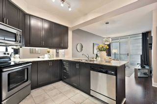 Photo 7: 80 Absolute Ave Unit #2708 in Mississauga: City Centre Condo for sale : MLS®# W5001691