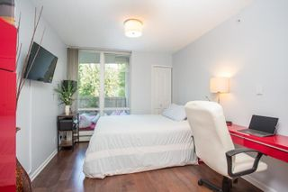 """Photo 15: 311 1288 MARINASIDE Crescent in Vancouver: Yaletown Condo for sale in """"Crestmark I"""" (Vancouver West)  : MLS®# R2602916"""