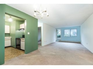 """Photo 7: 105 10644 151A Street in Surrey: Guildford Condo for sale in """"LINCOLN'S HILL"""" (North Surrey)  : MLS®# R2431314"""