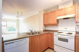 """Photo 9: 402 808 SANGSTER Place in New Westminster: The Heights NW Condo for sale in """"THE BROCKTON"""" : MLS®# R2077113"""