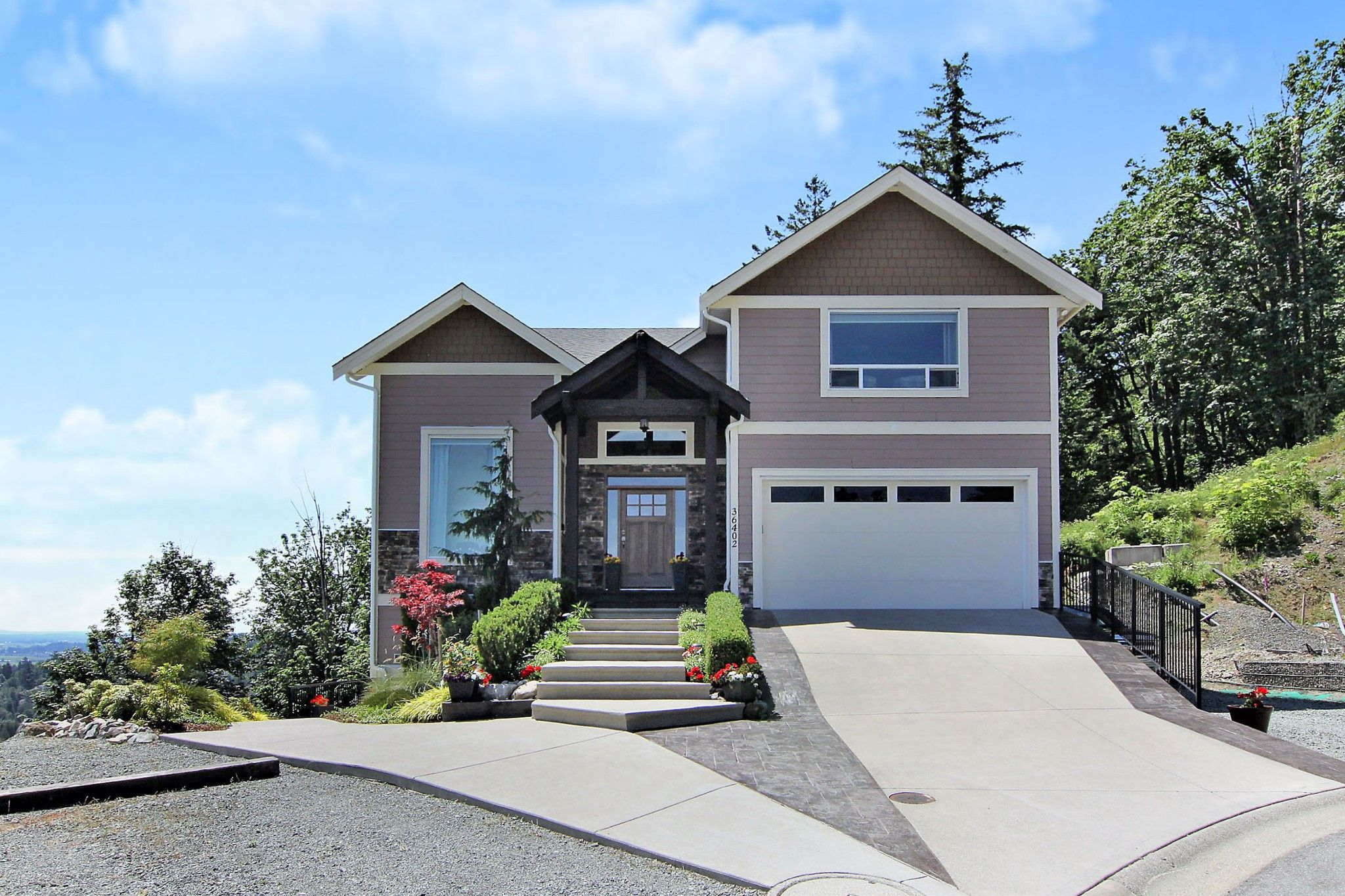 """Main Photo: 36402 ESTEVAN Court in Abbotsford: Abbotsford East House for sale in """"FALCON RIDGE"""" : MLS®# R2379792"""