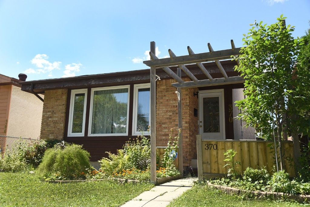 Main Photo: 370 Mandalay Drive in Winnipeg: Mandalay West Single Family Detached for sale (4H)  : MLS®# 1722029
