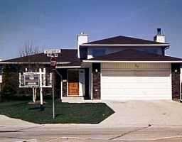 Main Photo: 30 CASTLEBURY Court in WINNIPEG: River Heights / Tuxedo / Linden Woods Single Family Detached for sale (South Winnipeg)  : MLS®# 9705922