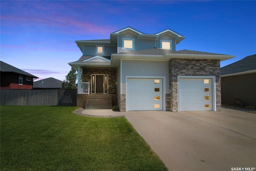 Main Photo: 849 Colonel Otter Drive in Swift Current: Highland Residential for sale : MLS®# SK863810