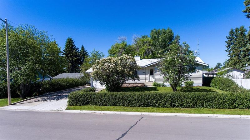 FEATURED LISTING: 669 11 Avenue Carstairs