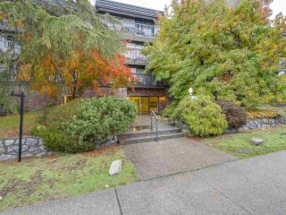 "Photo 15: 304 270 W 3RD Street in North Vancouver: Lower Lonsdale Condo for sale in ""Hampton Court"" : MLS®# R2220368"