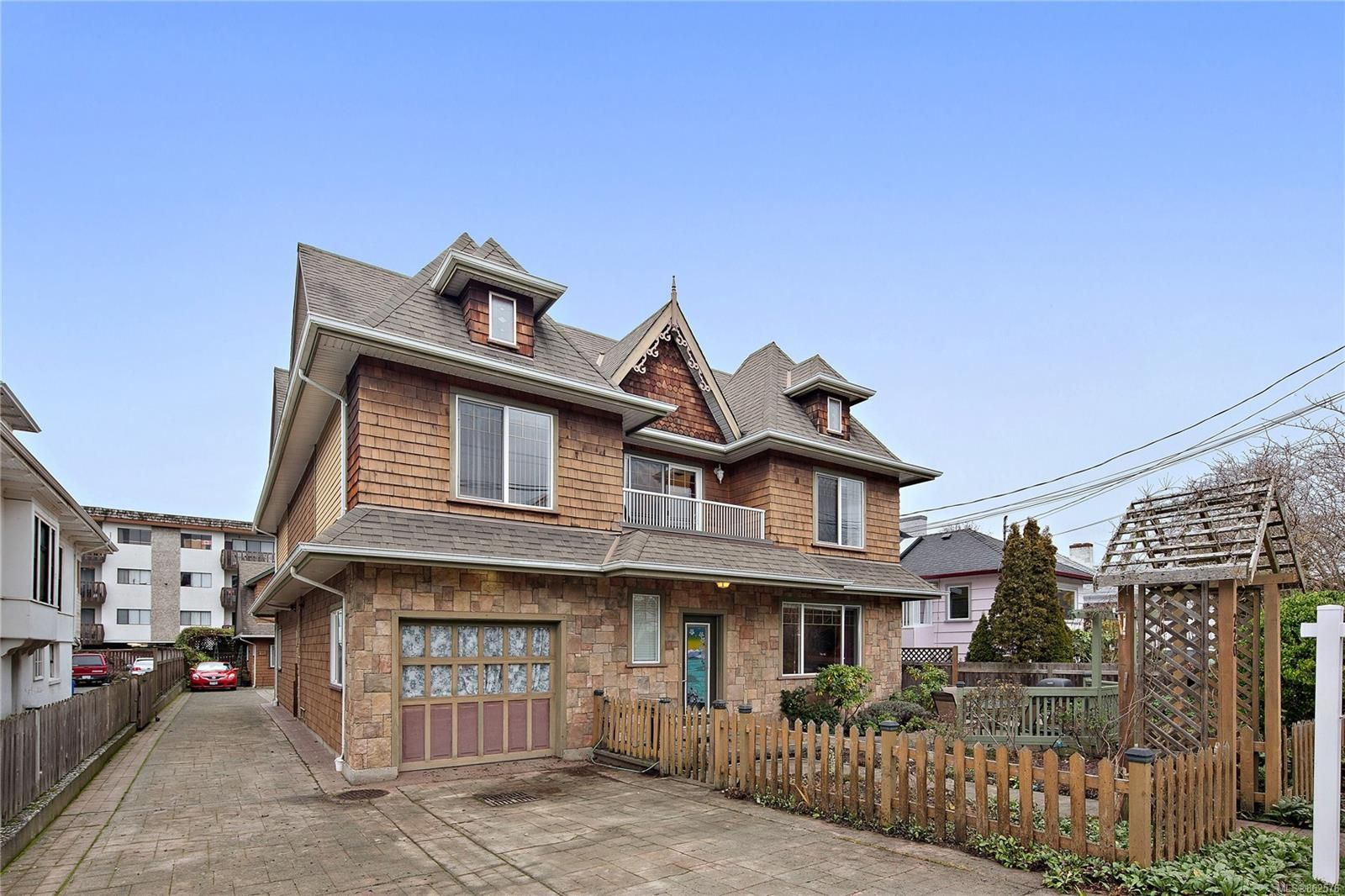 Main Photo: A 220 Government St in : Vi James Bay Half Duplex for sale (Victoria)  : MLS®# 862576