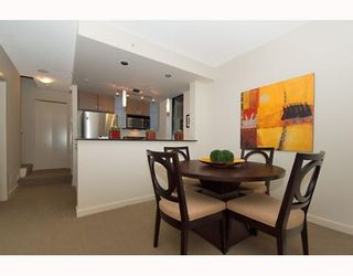 """Photo 3: 338 SMITHE Street in Vancouver: Downtown VW Townhouse for sale in """"YALETOWN PARK II"""" (Vancouver West)  : MLS®# V646253"""