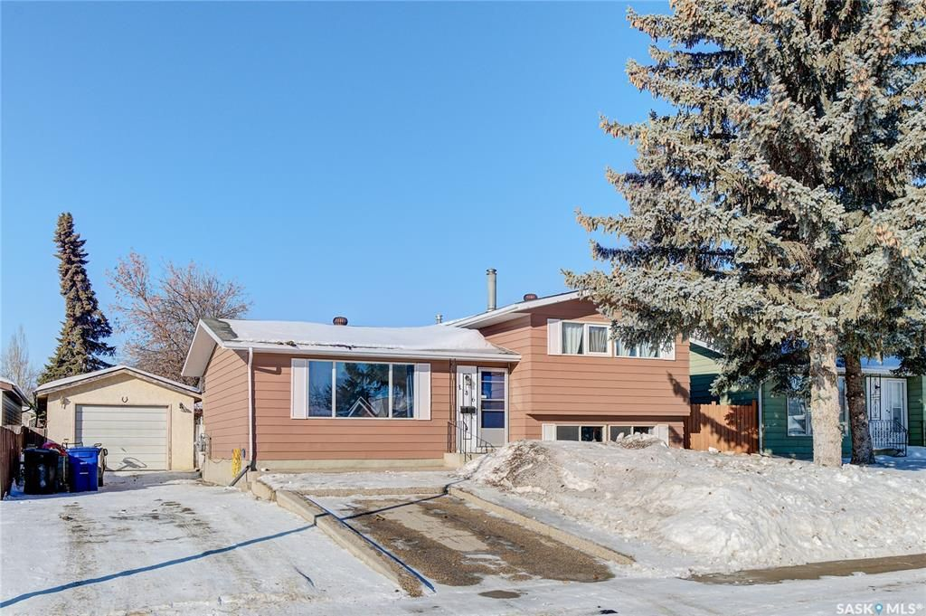 Main Photo: 146 Blake Place in Saskatoon: Meadowgreen Residential for sale : MLS®# SK842205