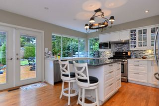 """Photo 6: 2002 127A Street in Surrey: Crescent Bch Ocean Pk. House for sale in """"Ocean Park"""" (South Surrey White Rock)  : MLS®# R2145477"""