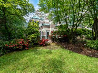 "Photo 3: 348 TAYLOR Way in West Vancouver: Park Royal Townhouse for sale in ""THE WESTROYAL"" : MLS®# R2373517"