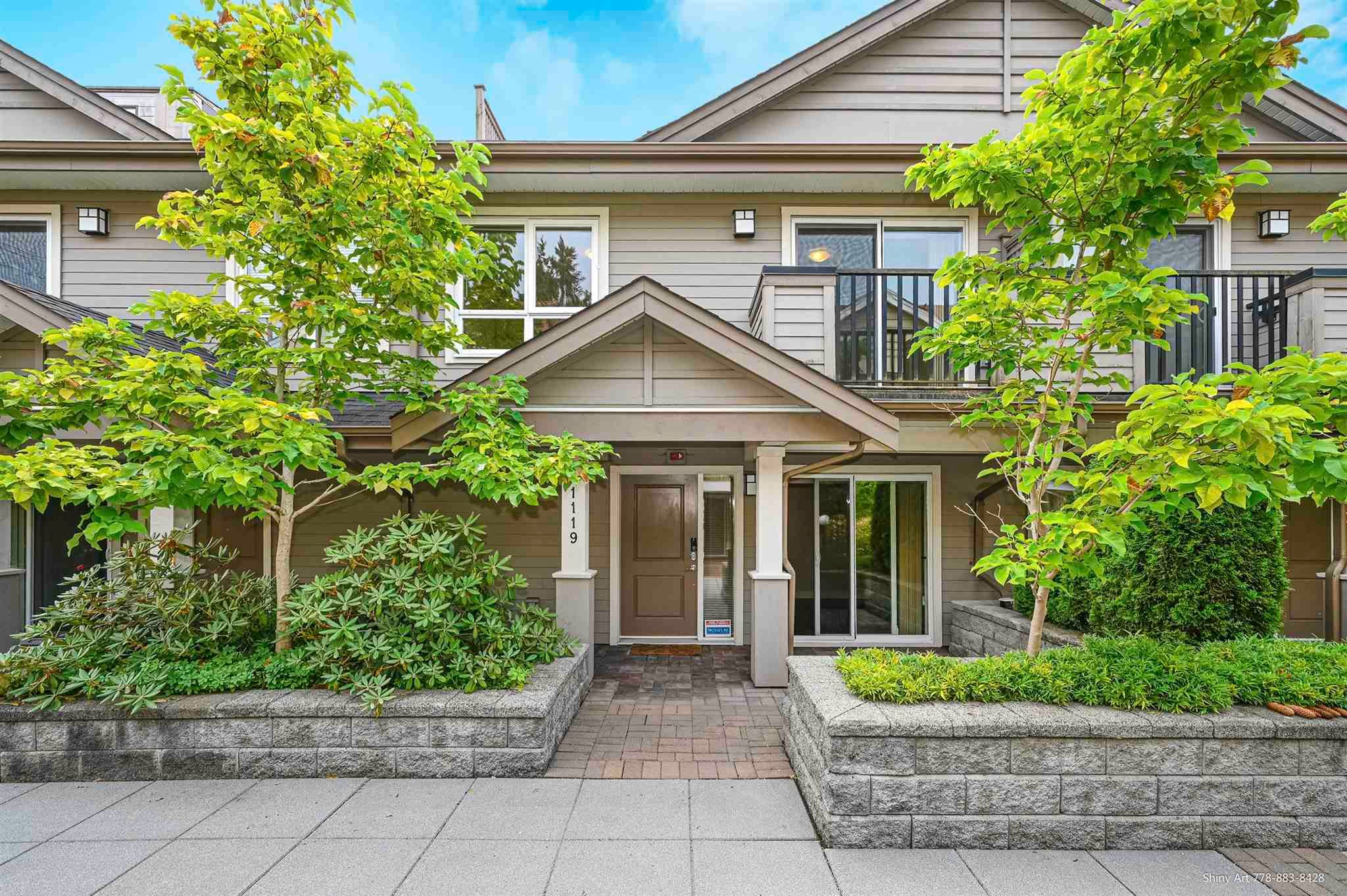 """Main Photo: 1119 ST. ANDREWS Avenue in North Vancouver: Central Lonsdale Townhouse for sale in """"St. Andrews Gardens"""" : MLS®# R2605968"""