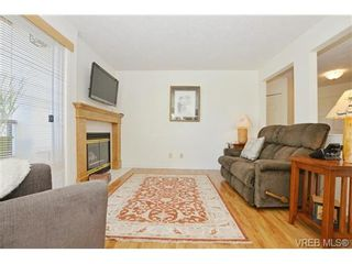 Photo 3: 204 1801 Fern St in VICTORIA: Vi Jubilee Condo for sale (Victoria)  : MLS®# 740827
