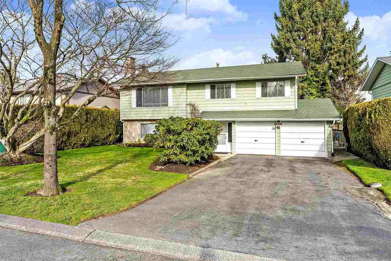 Main Photo: 17027 HEREFORD PLACE in Surrey: Cloverdale BC House for sale (Cloverdale)  : MLS®# R2435487