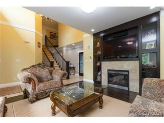 Photo 2: 2516 Twin View Pl in VICTORIA: CS Tanner House for sale (Central Saanich)  : MLS®# 735578