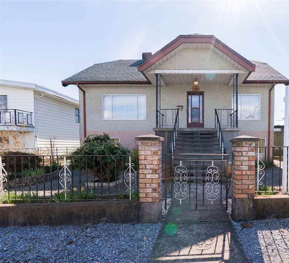 "Main Photo: 2786 DUNDAS Street in Vancouver: Hastings Sunrise House for sale in ""HASTINGS SUNRISE"" (Vancouver East)  : MLS®# R2361835"