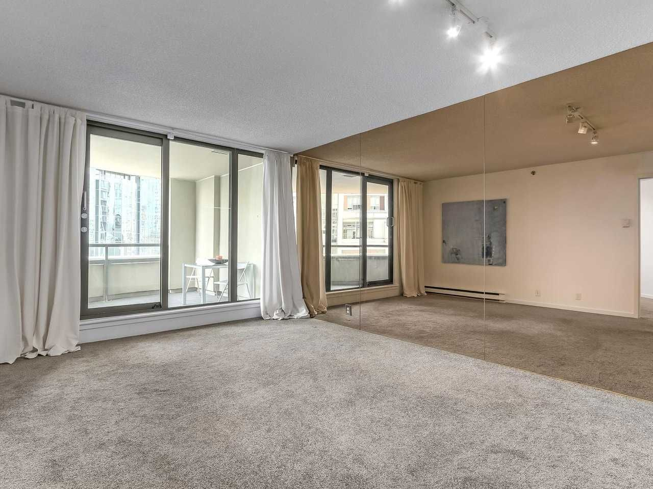 """Photo 2: Photos: 605 789 DRAKE Street in Vancouver: Downtown VW Condo for sale in """"Century Tower"""" (Vancouver West)  : MLS®# R2206186"""