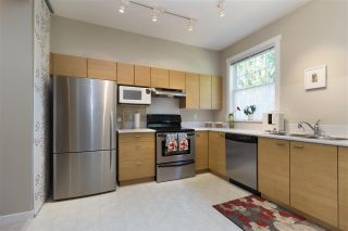 Photo 4: 8 11060 BARNSTON VIEW Road in Pitt Meadows: South Meadows Townhouse for sale : MLS®# R2281623