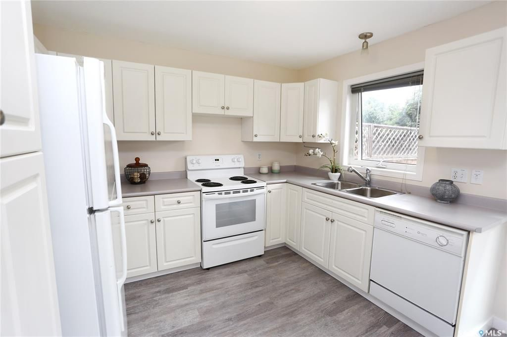 Photo 10: Photos: 131B 113th Street West in Saskatoon: Sutherland Residential for sale : MLS®# SK778904